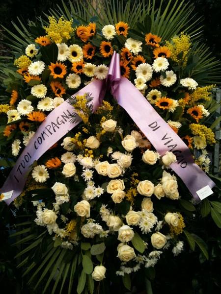 La corona di fiori xl negozio di fiori a roma fioridenni for Costo per costruire un mazzo coperto