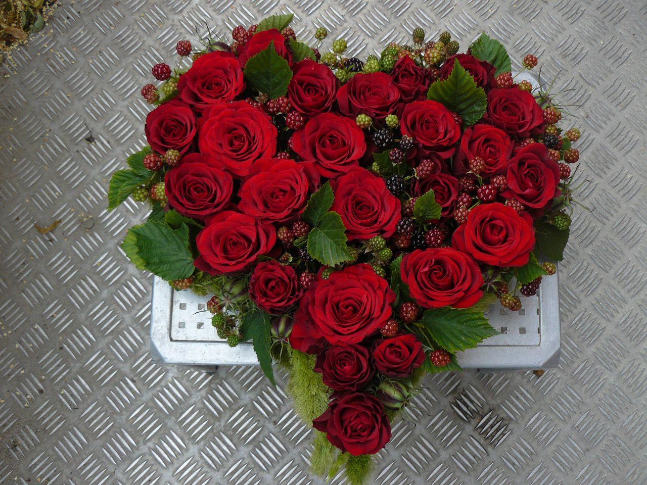 Cuore di rose negozio di fiori a roma fioridenni for Quadri con rose rosse